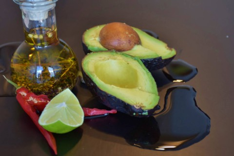 Avocadocreme mit Zitrone, Salz und Pfeffer