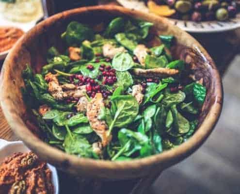 Blattsalat mit Putenstreifen - Richtige Abendessen zum Abnehmen