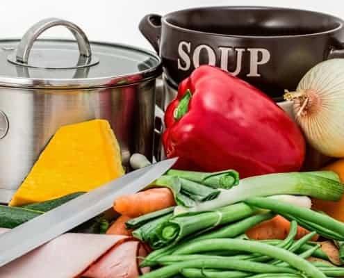 Eine ausgewogene Ernährung hilft beim Abnehmen.