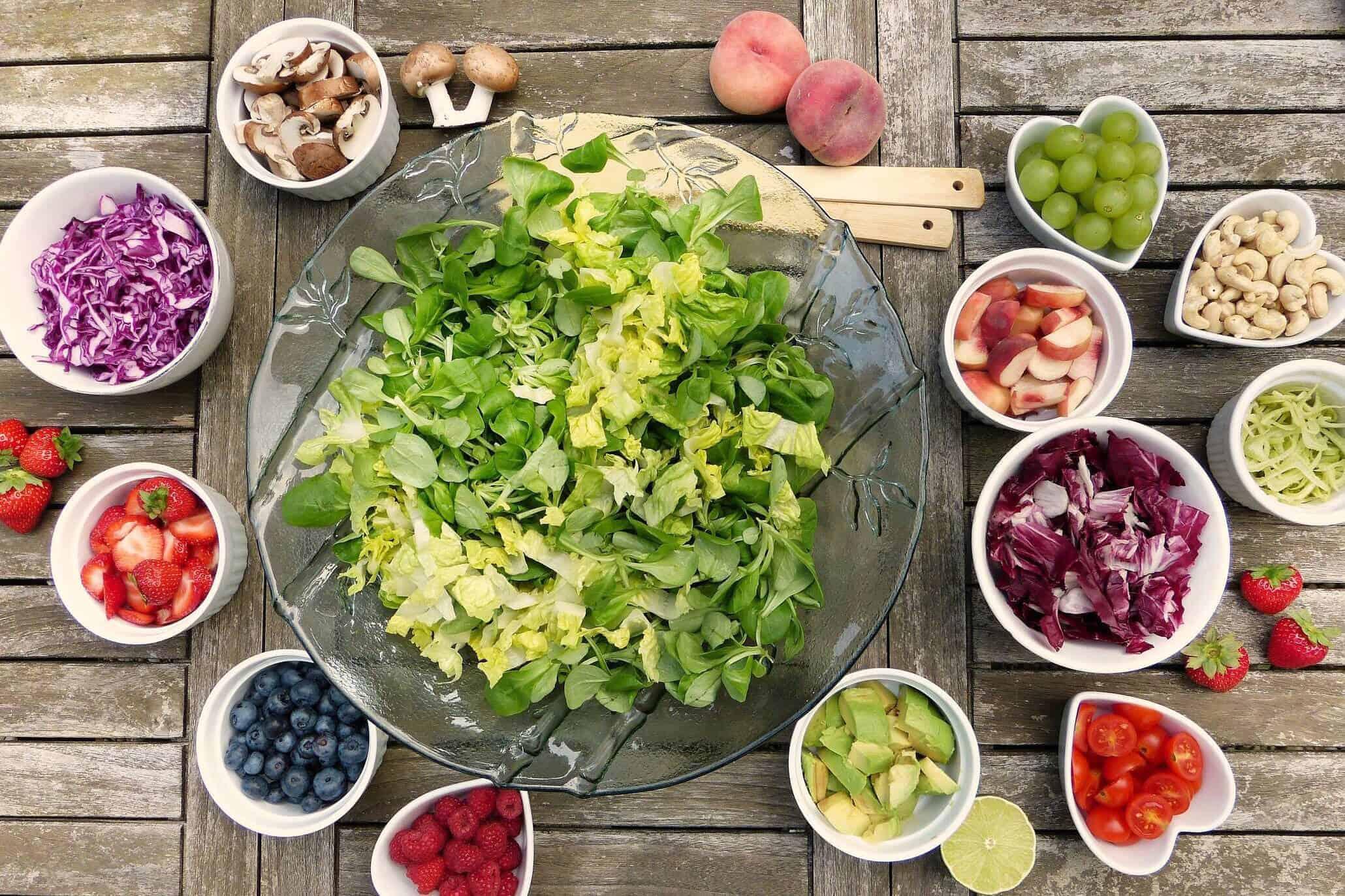 Salat als Beilage für Chili